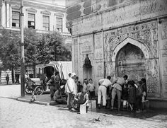 History was often taught in a linear way. This type of teaching has often omitted great historical narratives and concentrated mainly on the Occidental world. Architecture Résidentielle, Cultural Architecture, Old Pictures, Old Photos, Turkish Army, History Photos, Culture, Ottoman Empire, Historical Pictures