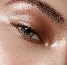 eyeshadow shiny Gorgeous Eyes, Gorgeous Makeup, Awesome Makeup, Beauty Make-up, Beauty Hacks, Beauty Skin, Makeup Inspo, Makeup Inspiration, Makeup Ideas