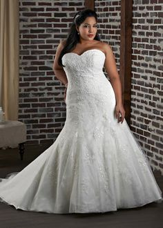 Dress style 1318 // From the 'Unforgettable' plus size collection by Bonny Bridal.