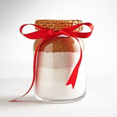 Homemade gingerbread cookie mix in a jar, The perfect hostess gift! Best Holiday Cookies, Christmas Cookies, Christmas Diy, Jar Gifts, Food Gifts, Gift Jars, Gingerbread Cookie Mix, Meals In A Jar, Edible Gifts