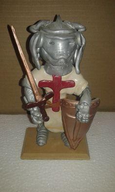 Gnomo Caballero Cruzado. Técnica en plastilina Epoxica.