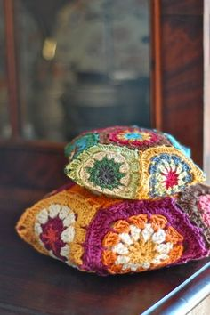 Crochet Hexagon Pin Cushions by Leanda Xavain Crochet Home, Love Crochet, Crochet Granny, Crochet Motif, Crochet Crafts, Crochet Projects, Knit Crochet, Crochet Patterns, Hexagon Crochet