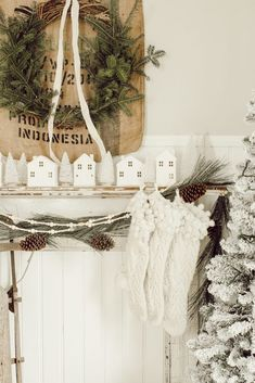 Rustic Christmas Antique Mantle- How to decorate your mantle for the holidays. Shabby Chic Christmas, Farmhouse Christmas Decor, Victorian Christmas, Vintage Christmas Ornaments, Country Christmas, White Christmas Trees, Christmas Mantels, Blue Christmas, Simple Christmas