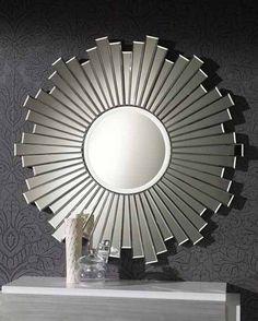 Dekorativer Glasspiegel MONTPELLIER. Dekoration Beltrán, Ihr Online-Shop für ausgefallene Kristallpiegel zum Dekorieren Ihrer Wände.