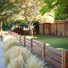 Radiant Front yard fence styles,Garden fence ideas and Wooden fence sections. Backyard Fences, Fenced In Yard, Front Yard Landscaping, Landscaping Ideas, Garden Fencing, Backyard Privacy, Fenced In Backyard Ideas, Outdoor Fencing, Home Fencing