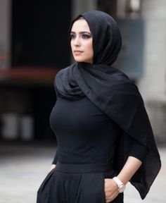 Reversible with a matte finish on one side and shiny satin finish on the other, this versatile scarf from Verona Collection is perfect for daily wear or special occasions. shiny one side and matte on the other; Muslim Women Fashion, Modest Fashion, Hijab Fashion, Fashion Outfits, Fasion, Arab Girls Hijab, Girl Hijab, Beautiful Muslim Women, Beautiful Hijab