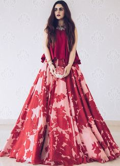 50 Modern Indian Wedding Dress And Wedding Gown Ideas - VIs-Wed Indian Gowns Dresses, Indian Fashion Dresses, Indian Designer Outfits, Indian Fashion Modern, Indian Outfits Modern, Indian Designers, Designer Clothing, Fashion Outfits, Fashion Trends