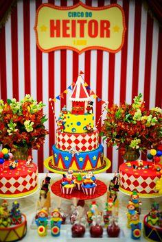 Bolo Circo em festa decorada por Silvia Roveri, em www.kikidsparty.com.br