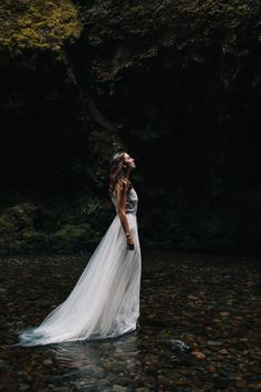 Styled Oneonta Gorge Elopement on @IntimateWeddings.com Photography by @Jess Hunter and @Madeleine Wilbur #elopement #styledshoot #intimatewedding
