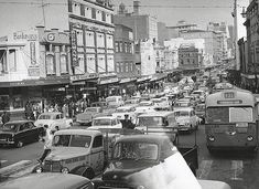 George St looking south from Goulburn Old Pictures, Old Photos, Holden Australia, Australian People, Australian Photography, Sydney City, London Bridge, The Good Old Days, East Coast