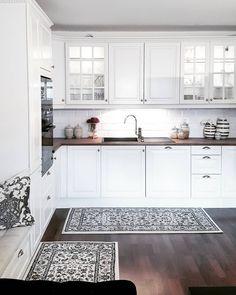 Good evening💖.....Ønsker dere en fin kveld 💖 .....tusen takk for alle de fine kommentarer og likes dere legger igjen hos meg😘😘 . #kitcheninspo #kitchen #kitchendesign #hem_inspiration #lovelyinterior #eleganceroom #ourluxuryhome #interior4you1 #interior4all #passion4interior #classyinteriors #interiorharmoni #homedesign #dream_interiors #shabbyyhomes #nordiskehjem #charminghomes #finehjem #vakrehjem #inspire_me_home_decor #interiorwarrior #interior9508 #interior123 #interior125…