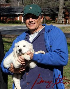 It seems George Strait has a new bunkmate on his tour bus. KNIX in Phoenix reports that the king of country has adopted a new family member: a Golden Country Artists, Country Singers, New Puppy, Puppy Love, George Strait Family, Puppy Names, Country Music Stars, Hollywood, King George