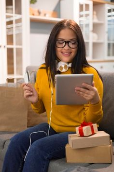 Front view woman checking the tablet for a new purchase. Download it at freepik.com! #Freepik #photo #sale #technology #shopping #marketing Cyber Monday Sales, Sale Store, Make A Wish, Man Shop, Technology, Marketing, Woman, Collection, Shopping