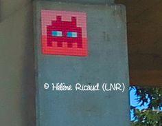 Space Invader TL_09 (Artiste : #Invader)_Toulouse (Haute-Garonne, France)_Après Sortie A61_2016-09-11. © Hélène Ricaud (LNR)