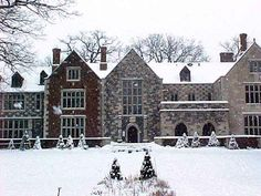 Tour Des Moines' Salisbury House, decorated for the holidays during their Holly & Ivy home tour.