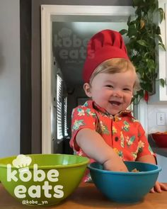 Cute Funny Baby Videos, Cute Funny Babies, Funny Videos For Kids, Baby Cooking, Cooking Food, Cute Babies Photography, Cute Kids Pics, Funny Baby Memes, Happy Kitchen