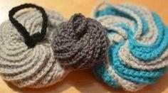 Tawashi (in French with pics) Furoshiki, Blackwork, Crochet Projects, Origami, Free Pattern, Knit Crochet, Creations, Crochet Patterns, Knitting