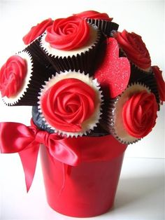 Valentine Cupcake Bouquet from indulgy.com Featured @ www.partyz.co your party planning search engine!