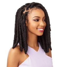 All styles of box braids to sublimate her hair afro On long box braids, everything is allowed! For fans of all kinds of buns, Afro braids in XXL bun bun work as well as the low glamorous bun Zoe Kravitz. Faux Locs Hairstyles, Fishtail Braid Hairstyles, Crochet Braids Hairstyles, African Hairstyles, Twist Hairstyles, Hairstyles Videos, Updo Hairstyle, Black Hairstyles, Prom Hairstyles