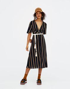 20e689d53e4 Pull&Bear - γυναικεία - ενδύματα - φορέματα - μακρύ ριγέ φόρεμα με λαιμόκοψη  v - 0