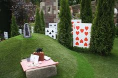 Alice in Wonderland garden. More photos on site, too. So fun! - Would make a good border for Queen's Croquet area.