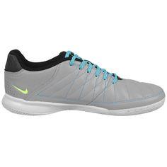 Sepatu Futsal Nike Gato II 580453-002 terbuat dari bahan syntetic membuat pemakai bisa bergerak cepat tanpa kehilangan kontrol dan keseimbangan. Diskon 15% dari harga Rp 709.000 menjadi Rp 599.000.