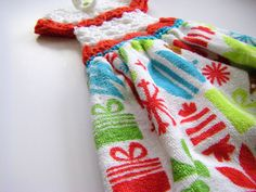 I made one of these dressy towel-toppers last Christmas just by 'winging it' you could say. No pattern. Just stitch after stitch. ...
