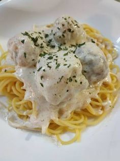 Welcome to Mely's kitchen.the place of glorious foods: Spaghetti ala Carbonara ( Filipino Style) Filipino Recipes, Filipino Food, Vegetarian Recipes, Healthy Recipes, Healthy Foods, Philippines Food, Island Food, Pinoy Food, Asian
