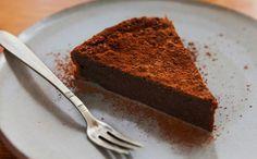 Veja como fazer doce com chocolate amargo derretido em banho-maria