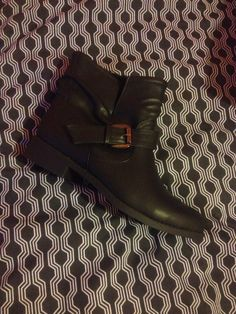 Comfy winter boots Winter Boots, Chelsea Boots, Biker, Comfy, Shoes, Fashion, Snow Boots Outfit, Zapatos, Moda