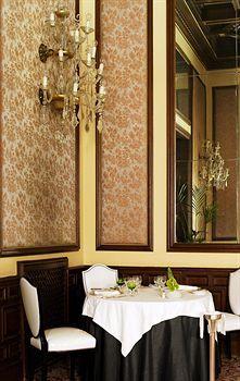 Restaurant in the Hotel Infante De Sagres, Porto, Portugal