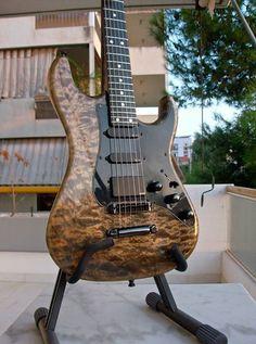 Valley arts guitar
