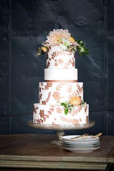 wedding cake with flower details @weddingchicks
