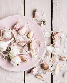 Unpredictable garlic 🦄 #foodphotography
