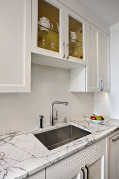 """""""The design aimed to highlight and enhance the pre-war character of the apartment with elegant materials reminiscent of the art-deco period."""""""