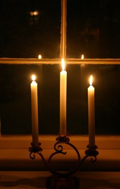candlelight ~ candles in the windows is such a welcoming decoration for Christmas.I have battery powered ones in all my windows.