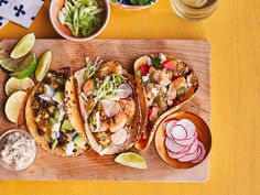 Chicken-Bell Pepper Tacos Fresh Corn Recipes, Mexican Food Recipes, Shrimp Dishes, Shrimp Recipes, Fish Dishes, Beach Meals, Cooking Recipes, Favorite Recipes, Yummy Food