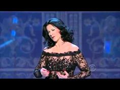 Tosca 'Vissi d'Arte' - Angela Gheorghiu, Singing at the Kennedy Centre at an evening honouring Grace Bumbry. Music Sing, Dance Music, Art Music, Blue In Green, Human Voice, Opera Singers, Relax, Types Of Music, Classical Music