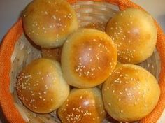 Φτιάξτε Ψωμάκια McDonald's !Σας βρήκαμε τη συνταγή! ΥλικάΥλικά για 12 ψωμάκια 1/2 κλ.αλεύρι 250 ml. γάλα 6 κουτ.σούπας λάδι 1 κουτ.γλυκού ζάχαρη 1 κουτ.γλυκού αλάτι+ 1 κουτ.γλυκού για το νερό στο οποιο θα ψηθούν τα ψωμάκια 1 σακουλάκι μαγια Προετοιμασία Χωρίζεται μισό ποτήρι γάλα και όταν είναι χλιαρό προσθέτετε την ζάχαρη και την μαγια. Όταν …