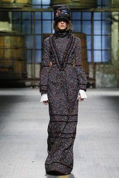 - Fall Winter - Men Fashion Shows - Vogue. Men Fashion Show, Fashion Show Collection, Fashion Week, Fashion 2017, Love Fashion, Fashion Models, Autumn Fashion, Vogue Paris, Vogue Russia