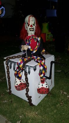 Halloween Cubicle, Halloween Circus, Creepy Halloween Decorations, Outdoor Halloween, Halloween Diy, Scary Carnival, Scary Circus, Haunted Circus, Carnival Booths