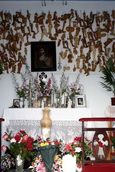 020. Interior de la ermita de la Aparecida. Mexican Folk Art, Some Pictures, Madonna, Religion, Amulets, Statue, Table Decorations, Interior, Death