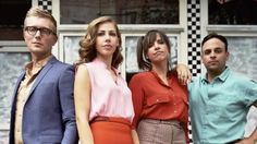 Lake Street Dive plays slick retro R&B for the viral video generation Music Review: Lake Street Dive plays slick retro R&B for the viral video generation            The title track of Lake Street Dives new album  Side Pony  represents everything appealing and confounding about the band. Its an insidiously catchy song with a sound somewhere between 1990s neo-soul and cocktail jazz featuring lyrics that equate a quirky hairstyle with confidence and independence. Its not hard to imagine Side…