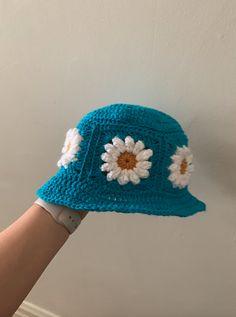 Beau Crochet, Crochet Mignon, Bonnet Crochet, Crochet Daisy, Mode Crochet, Crochet Amigurumi, Crochet Beanie, Knitted Hats, Knit Crochet
