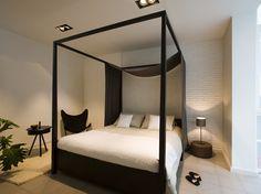 Black and white styled master bedroom in apartment Figi, Barcelona. Styling: Stil Interiors #barcelonapartment