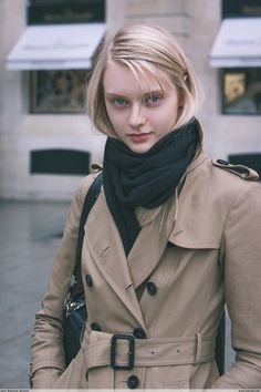 #NastyaKusakina Paris Fashion Week PAP AW15 #trenchcoat #scarf