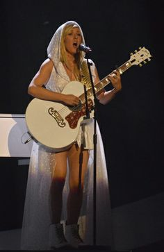 Ellie Goulding performs on stage at BRIT awards xxx You Are My Queen, Tyler Posey, Ellie Goulding, Avril Lavigne, Wedding Humor, Kristen Stewart, Celebrity Photos, Pretty Woman, Awards