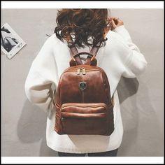 Retro Britischer Art-Schultasche Brown Rivet College-Rucksack #bag #Backpack #rivet #school Retro Backpack, Cat Backpack, Computer Backpack, Canvas Backpack, High School Bags, Casual Bags, School Fashion, School Backpacks, British Style