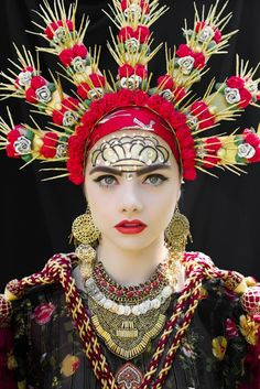 Polish artists collaborated on a project where a couple of models were dressed in traditional Slavic attires, including these incredible head wreaths - an iconic part of Slavic folklore. Back in the day women wore them during religious and secular ceremonies such as marriage, funeral, festivals and one on the most important annual celebrations - Easter.