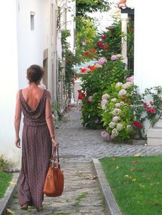 La robe longue est aux goûts du jour... Accessoirisée ou non vous pouvez la…